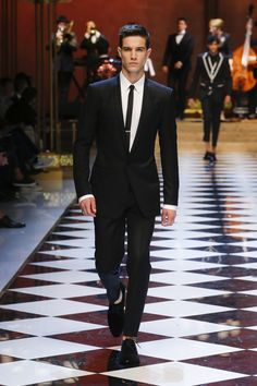 Discover Videos and Pictures of Dolce & Gabbana Summer 2017 Menswear Fashion Show on Dolcegabbana.com.