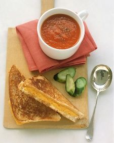 Classic grilled cheese sandwhich + tomato soup ♥