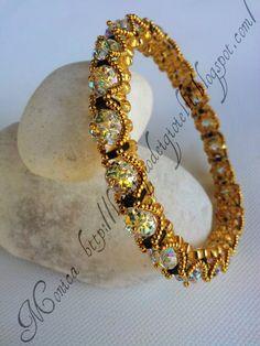 Royal Bangle by Monica La scrigno dei gioeilli Beaded Bracelet Patterns, Jewelry Patterns, Seed Bead Jewelry, Beaded Jewelry, Handcrafted Jewelry, Making Ideas, Jewelry Crafts, Bangle Bracelets, Jewelery