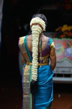 South Indian Wedding Hairstyles, Bridal Hairstyle Indian Wedding, Indian Hairstyles, Arabic Bridal Mehndi Designs, Bridal Blouse Designs, Saree Hairstyles, Bride Hairstyles, Kurta Designs Women, Bridal Hair Flowers
