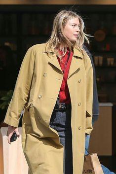 Maria Sharapova Casual Pictures and Ideas on Weric Casual Jeans, Casual Outfits, Maria Sarapova, Tennis, Venice California, Outfits 2016, Venice Beach, Raincoat, Sexy Women