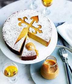 Tarta de Santiago recipe - Gourmet Traveller a Spanish almond cake named for the Apostle Saint James (Santiago) covered with powdered sugar and marked with the cross of the knights of St. Tapas, Gourmet Recipes, Dessert Recipes, Cupcakes, Almond Cakes, Vegan Cake, Easter Brunch, Almond Recipes, Easter Recipes