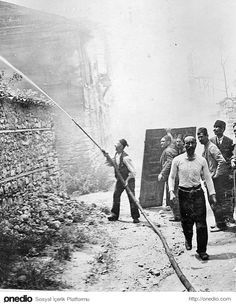 A fire in 1919 in Istanbul Ottoman Turks, Cultural Identity, Ottoman Empire, Historical Pictures, Istanbul Turkey, Once Upon A Time, Old Photos, Nostalgia, Photos