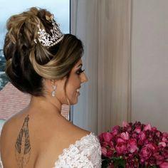 #noivinha #makeup #maquiagem #lucianatavaresmakeup #wedding #cabelodenoiva #penteado #coque #coquepreso #delineado #noiva #dress #produção #maquiadora #cabelosolto