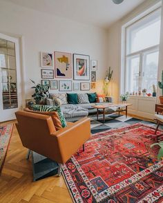 Bohemian Style Interior Design Ideas for Your Homes Boho Living Room, Home And Living, Living Spaces, Small Living, Colorful Living Rooms, Quirky Living Room Ideas, Living Room With Color, Living Room White Walls, Colorful Rugs