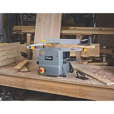 Order online at Screwfix.com. Compact yet powerful planer thicknesser. Jointer makes the wood board edge straight, planer makes the wood board surface flat and to the desired width and thickness. Supplied with vacuum adaptor to connect with suitable vacuum cleaner for dust collection, promoting a clean and safe work area. FREE next day delivery available, free collection in 5 minutes.