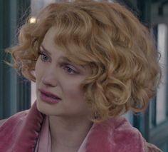 I want Queenie Goldstein hair!!