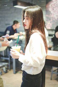 Korean Beauty, Asian Beauty, E Motion, Ulzzang Korean Girl, Korean Aesthetic, Asian Hair, Chinese Actress, Asia Girl, Girl Crushes