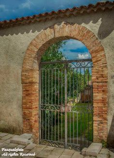 Gate (photo credit to Pasquale Martino)