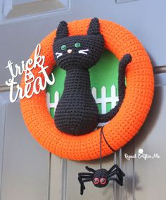 Crochet Halloween Black Cat Wreath - Repeat Crafter Me
