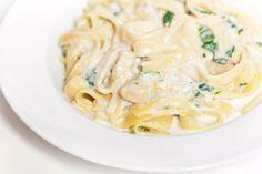 Karfiolová Alfredo omáčka na cestoviny | Dobruchut.sk Spaghetti, Pasta, Ethnic Recipes, Food, Essen, Meals, Yemek, Noodle, Eten