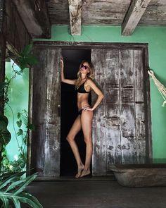 Ah a Bahia... Carol Trentini (@trentinireal) aproveita o fim de semana de Sol em Trancoso - e manda este clique exclusivo para Vogue Brasil! Acompanhada do marido o fotógrafo @fabiobartelt a top aterrissou por lá para o casamento de @gabrielapugliesi e @erasmo.mbt que acontece no fim da tarde deste sábado (22). Veja mais em vogue.globo.com #caroltrentini #trancoso  via VOGUE BRASIL MAGAZINE OFFICIAL INSTAGRAM - Fashion Campaigns  Haute Couture  Advertising  Editorial Photography  Magazine…