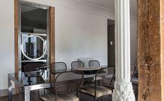 Charme e equilíbrio.  Veja: http://www.casadevalentina.com.br/blog/detalhes/charme-e-equilibrio-3156 #decor #decoracao #interior #design #casa #home #house #idea #ideia #detalhes #details #style #estilo #casadevalentina #diningroom #saladejantar