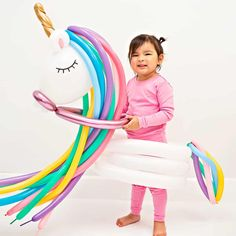 These incredible DIY balloon costumes for kids will make your Halloween extra playful this year! Unicorn, Llama and Hot Air Balloon costumes for kids. Diy Unicorn Costume, Unicorn Halloween, Halloween Kids, Animal Costumes For Kids, Handmade Halloween Costumes, Costume Halloween, Diy Costumes, Balloon Gift, Balloon Ideas