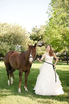 Rustic/Country wedding ~ Photo idea ~ Beautiful Bride ~ Love this!