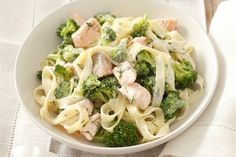Makaron z brokułami i łososiem Lasagna, Pasta Salad, Broccoli, Cabbage, Meat, Chicken, Vegetables, Cooking, Ethnic Recipes