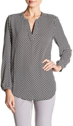 Best 12 Adrianna Papell Printed Split V-Neck Long Sleeve Blouse – SkillOfKing. Smart Attire, Casual Tops For Women, Blouse Dress, Plus Size Blouses, Shirt Blouses, Blouse Designs, Fashion Outfits, 50s Outfits, Long Sleeve Shirts