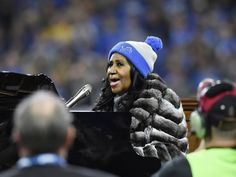 WATCH: Aretha Franklin's amazing national anthem rendition gobbles Thanksgiving conversation
