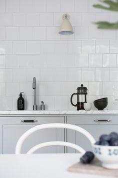 valkoinen laatta Kitchen Design, Mirror, Bathroom, Interior, House, Inspiration, Home Decor, Home, Washroom