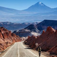 10 lugares que ver en Chile antes de morir | Blog denomades.com Beautiful Places In The World, Adventure Awaits, Mount Rainier, South America, Country Roads, Chi Chi, Mountains, Landscape, Picsart