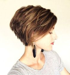 Modern Bob Hairstyles for 2019 – Best Bob Haircut Ideas. Today, let's take a look at a fantastic gallery of adorable bob hairstyles for women below Short Layered Haircuts, Layered Bob Hairstyles, Best Short Haircuts, Girl Haircuts, Hairstyles Haircuts, Braided Hairstyles, Latest Hairstyles, Pixie Haircuts, Feathered Hairstyles