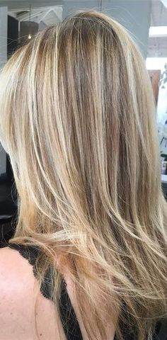 beautiful and natural blonde highlights