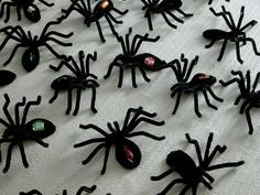 Easy pipe-cleaner spiders for Halloween.