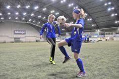 Tänä vuonna jalkapallon valtakunnallisissa taitokilpailuissa oli ensimmäisen kerran enemmän tyttöjä kuin poikia. Kisoihin pääsee vasta, kun on pärjännyt sekä seuran että piirin kisoissa. Futiksen parissa kehittyy tyttöjä, jotka ovat taitavia, nopeita, vahvoja, joukkuepelaajia...