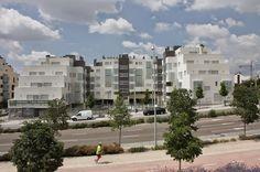 Emase Arquitectura Residencial Edificio viviendas Multi Story Building, Residential Architecture, Buildings, Hotels, Architects
