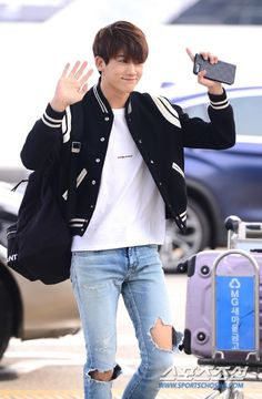 At the airport 'Do Bong Soon' Bali Park Hyung Sik, Asian Actors, Korean Actors, Korean Idols, Strong Girls, Strong Women, The Heirs, K Pop, Ahn Min Hyuk