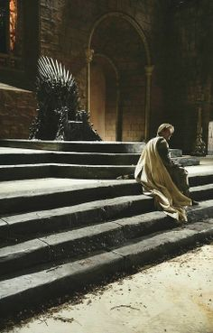 Jaime Lannister and the Iron Throne ~ Game of Thrones has returned with the body of his daughter Cersei is in a deplorable state Valar Morghulis, Valar Dohaeris, Game Of Thrones Facts, Game Of Thrones Tv, George Rr Martin, Winter Is Here, Winter Is Coming, Iron Throne Game, Jon Snow