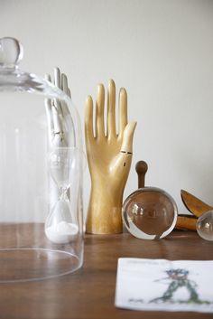 display hands
