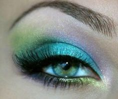 mixing eye shadows