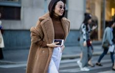 finger knitting a scarfknitting network New York Fashion Week Street Style, Finger Knitting, Teddy Coat, Oversized Coat, Warm Coat, Trends, Stylish Outfits, Normcore, Shopping