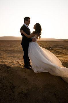 Qué es trash the dress y cómo se realiza.  #Matrimoniocompe #Organizaciondebodas #Matrimonio #Novios  #TipsNupciales #CaminoAlAltar #MatriPeru #BodaPeru #FotosRomanticas #Postboda #SesionPostboda #Pareja #Couple #IsaidYes #TrashTheDress Bodas Boho Chic, Lace Wedding, Wedding Dresses, Fashion, Amor, Wedding Dress Lace, Bridal Gowns, First Anniversary, Romantic Weddings
