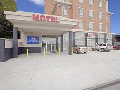 New York (NY) Americas Best Value Inn United States, North America Stop at Americas Best Value Inn to discover the wonders of New York (NY). The hotel offers a wide range of amenities and perks to ensure you have a great time. To be found at the hotel are 24-hour room service, facilities for disabled guests, Wi-Fi in public areas, car park, elevator. Each guestroom is elegantly furnished and equipped with handy amenities. Recuperate from a full day of sightseeing in the comfor...