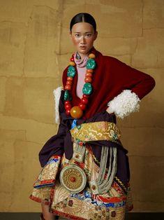 Helpful Fashion Photography Tips – Designer Fashion Tips Tribal Fashion, Asian Fashion, Boho Fashion, High Fashion, Womens Fashion, Fashion Design, Fashion Basics, Tibet, Costume Ethnique