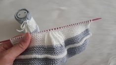 Making Sweet Baby Booties Modell Baby Booties Knitting Pattern, Knitted Booties, Sweater Knitting Patterns, Easy Knitting, Knitting Stitches, Knitting Designs, Knitting Videos, Crochet Patterns, Knitting Needles