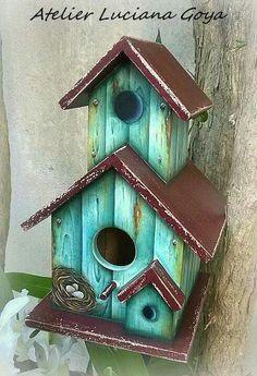 New unique bird houses diy ideas Wooden Bird Houses, Bird Houses Painted, Decorative Bird Houses, Bird Houses Diy, Homemade Bird Houses, Homemade Bird Feeders, Birdhouse Designs, Unique Birdhouses, Painted Birdhouses