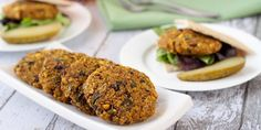 Totally trying this soon! Indian-Spiced Veggie Burgers: No boring veggie patties here! Make a batch of these Indian-spiced vegan and gluten-free curry quinoa burgers for dinner and save a patty for the next days lunch. Quinoa Veggie Burger, Veggie Patties, Vegan Burgers, Chickpea Patties, Veggie Sandwich, Burger Recipes, Vegan Recipes, Cooking Recipes, Lunch Recipes
