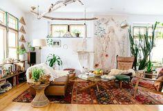 wohnungseinrichtung boho stil wohnzimmer ideen ethno teppich ledersessel sofa treibholz dekoration