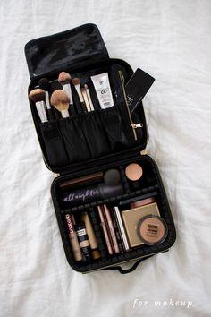 Makeup Case, Makeup Kit, Beauty Makeup, Hair Makeup, Makeup Bag Organization, Travel Makeup, Makeup Storage Travel, Makeup Collection, Perfume Collection