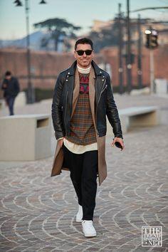 The Best Fashion & Style Guide for Men and Women Best Men's Street Style, Cool Street Fashion, Pitta, Minimalist Wardrobe, Black Men, Gentleman, Bomber Jacket, Menswear, Hipster