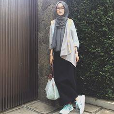 Gaya Feminim Berhijab #Hijab #HijabTutorial #HijabIndonesia #BusanaMuslim www.hafana.com