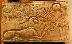 Akhenaten as a Sphinx (Kestner Museum) - Akenatón - Wikipedia, la enciclopedia libre