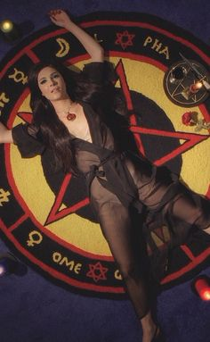 Style lessons to learn from 'The Love Witch' Film Aesthetic, Aesthetic Girl, The Love Witch Movie, Aquarius Aesthetic, Witch Wallpaper, Pretty Movie, Witch Room, Occult Art, Alternative Movie Posters