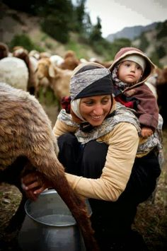 Anne ve Anadolu :) Mother and Anatolia :) - Cultures Du Monde, World Cultures, Life Is Beautiful, Beautiful People, People Around The World, Around The Worlds, Turkish People, Working People, Asian Kids