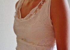 """Robe de mariée """"Cilou"""" by MAGÖ  Haut à col bénitier, en dentelle de Calais, doublé de jersey et bordé de biais de coton.  Ceinture en satin de coton. Jupe droite et ajustée, taille haute, en dentelle de Calais, doublée de coton. La jupe se termine par une traîne, bordée de biais de coton."""