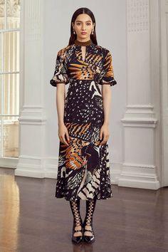 Temperley London Resort 2020 Fashion Show - Vogue Fashion Week, Fashion 2020, Runway Fashion, High Fashion, London Fashion, Fashion Fashion, Womens Fashion, Mode Chic, Mode Style