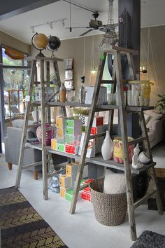 Vintage Ladder Shelving Unit How to Decorate with Vintage Ladders 20 Ways to Inspire Ladder Shelving Unit, Ladder Display, Display Window, Vintage Ladder, Old Ladder Decor, Antique Ladder, Diy Ladder, Decoration Vitrine, Craft Show Displays